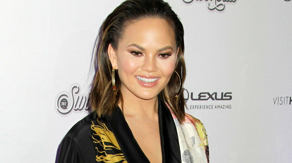 PHOTO Chrissy Teigen dévoile son corps entiè­re­ment nu sur Insta­gram