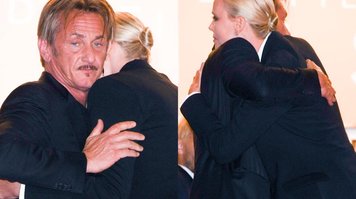 PHOTOS Sean Penn et Charlize Theron se réconcilient sur les marches du festival de Cannes