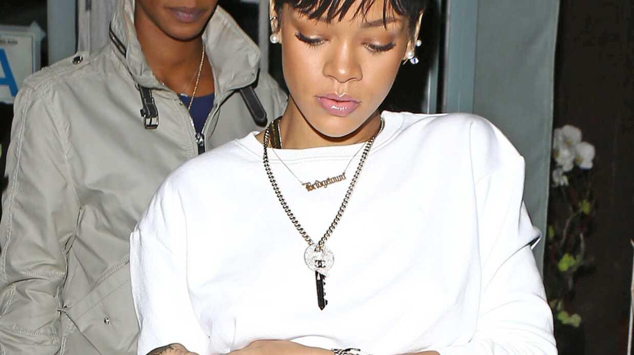 PHOTOS Tranquillou, Rihanna montre sa culotte au restaurant