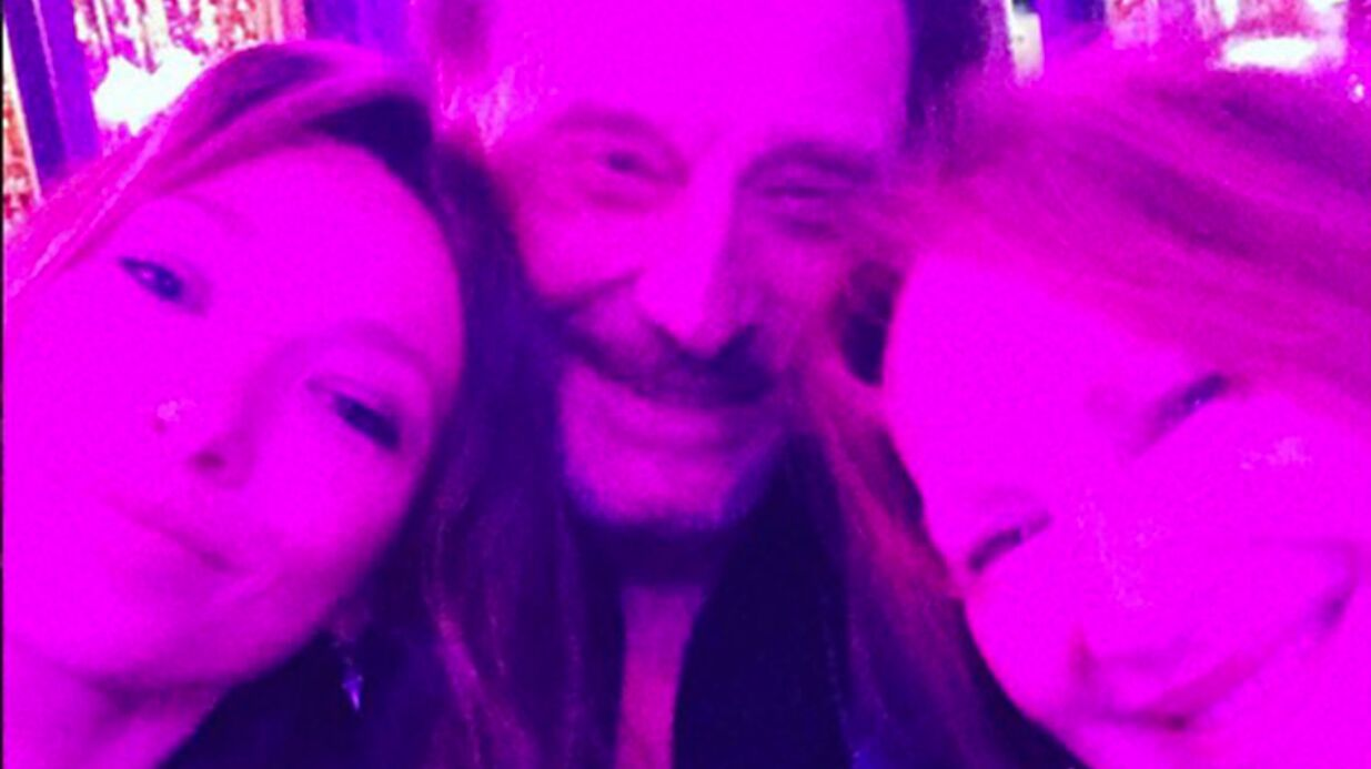 PHOTOS Johnny Hally­day, Laura Smet et Natha­lie Baye réunis à l'an­ni­ver­saire de Laeti­cia