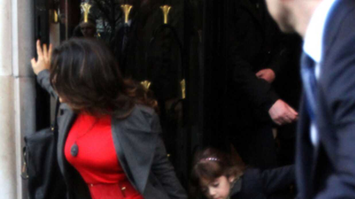 PHOTOS Salma Hayek se casse la figure en sortant de son hôtel
