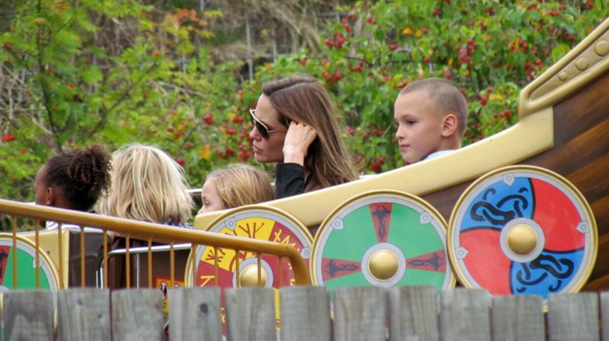 Angelina Jolie s'éclate en famille à Legoland