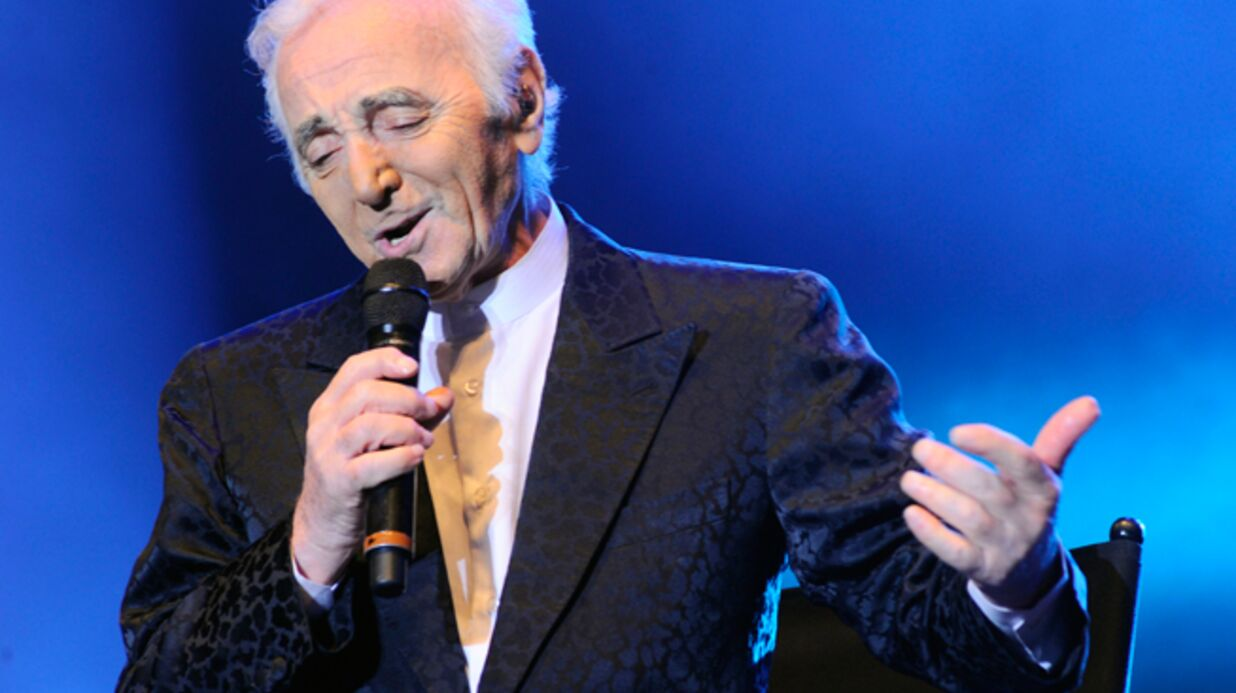Charles Aznavour se fait huer par son public lors d'un concert