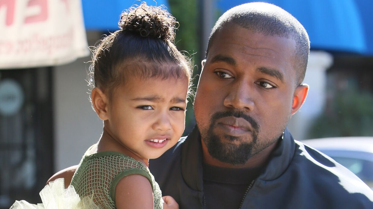 PHOTO Que font Kanye West et North pendant que Kim Karda­shian fait du shop­ping ?