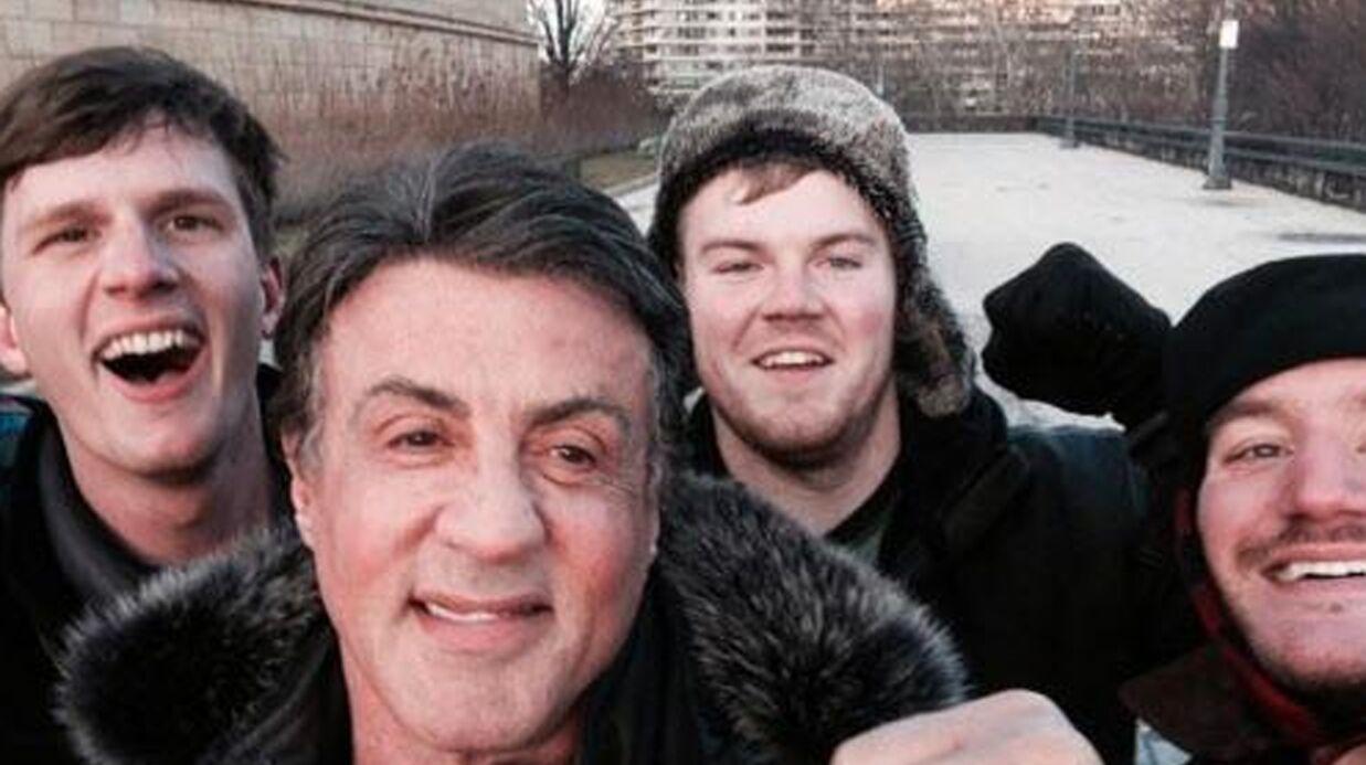 PHOTO Ils imitent Rocky devant sa statue… et tombent face à Sylvester Stallone