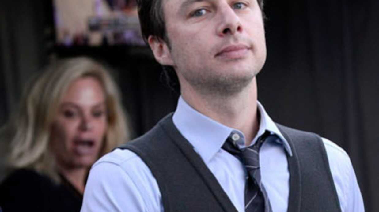 Zach Braff (Scrubs) s'in­cruste sur une photo de mariage