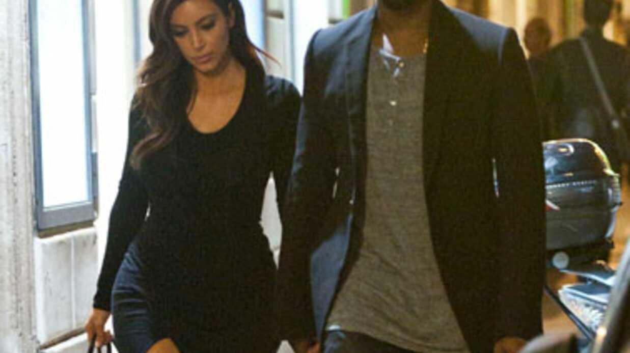 Kim Kardashian change totalement de tenue dans un restaurant