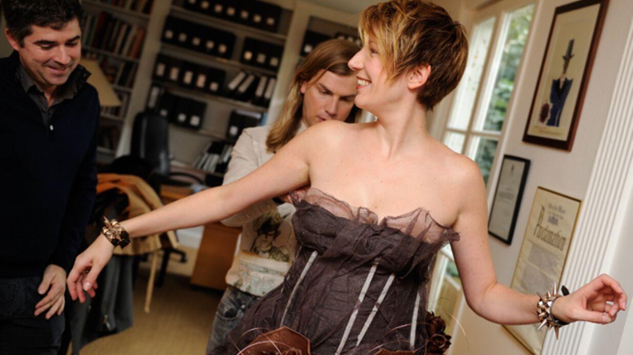 PHOTOS Natacha Polony essaie une robe en chocolat