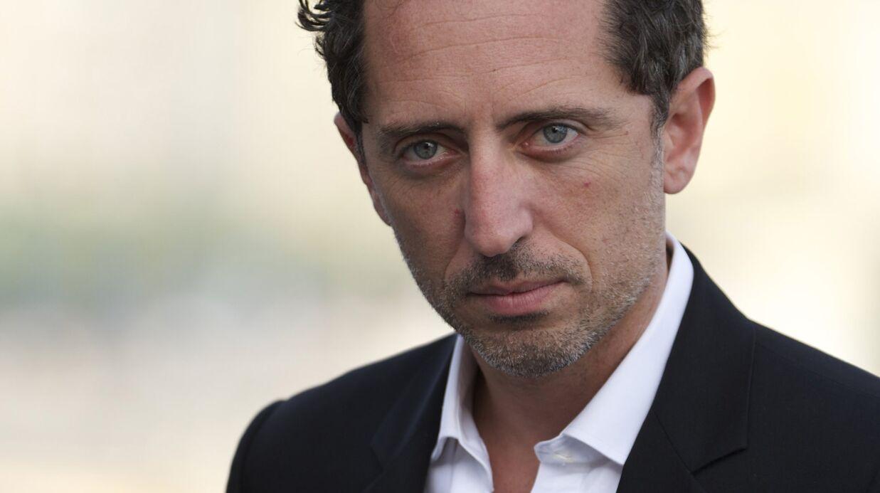 Gad Elmaleh: une bio révèle des tensions familiales lors du baptême de son fils sur le Rocher