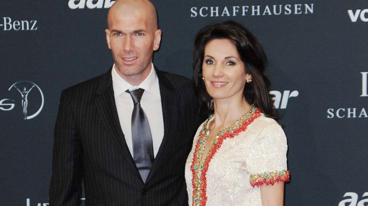 Madame Zidane pose avec ses fils pour une photo de famille