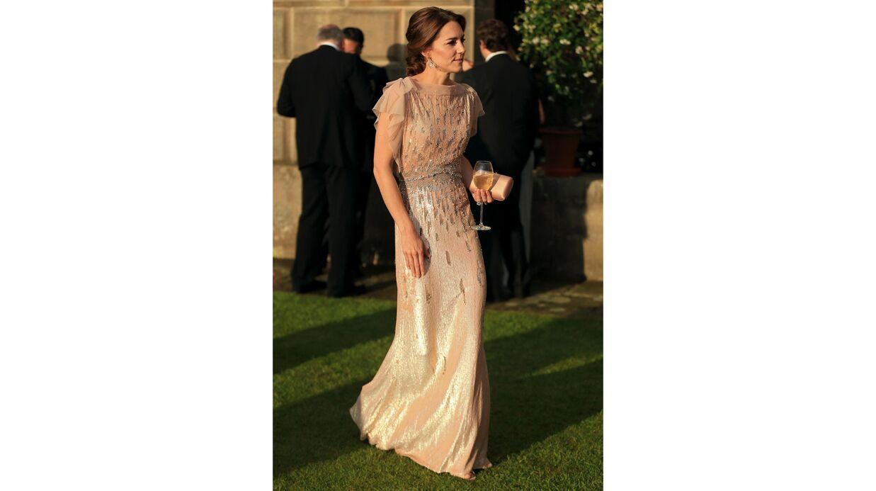 PHOTOS Cinq ans plus tard, Kate Middleton ressort sa sublime robe à 4 000 euros