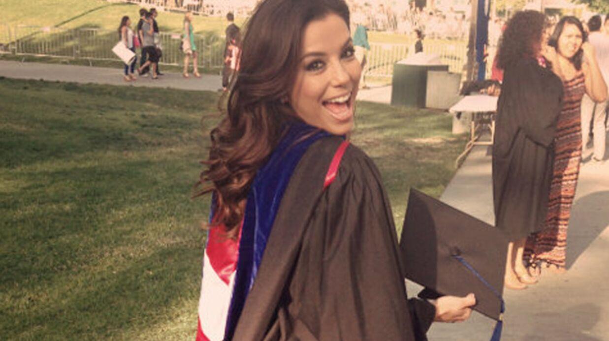 DIAPO Eva Longoria fête son diplôme universitaire en famille