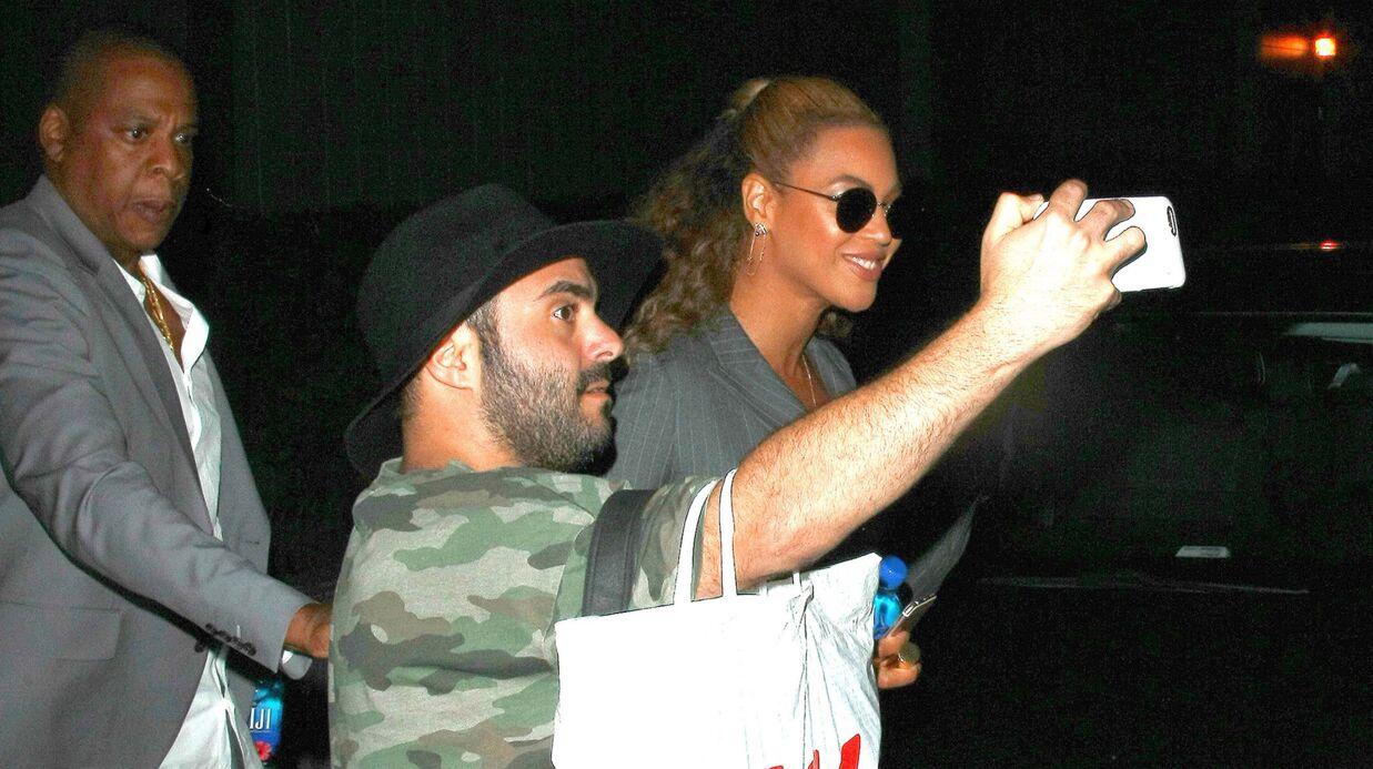 VIDEO Jay Z envoie sur les roses un fan qui s'est approché trop près de Beyoncé
