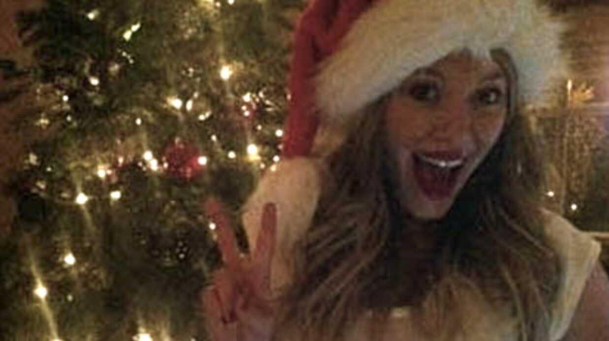 Hilary Duff: un cadeau de Noël dessiné sur son ventre