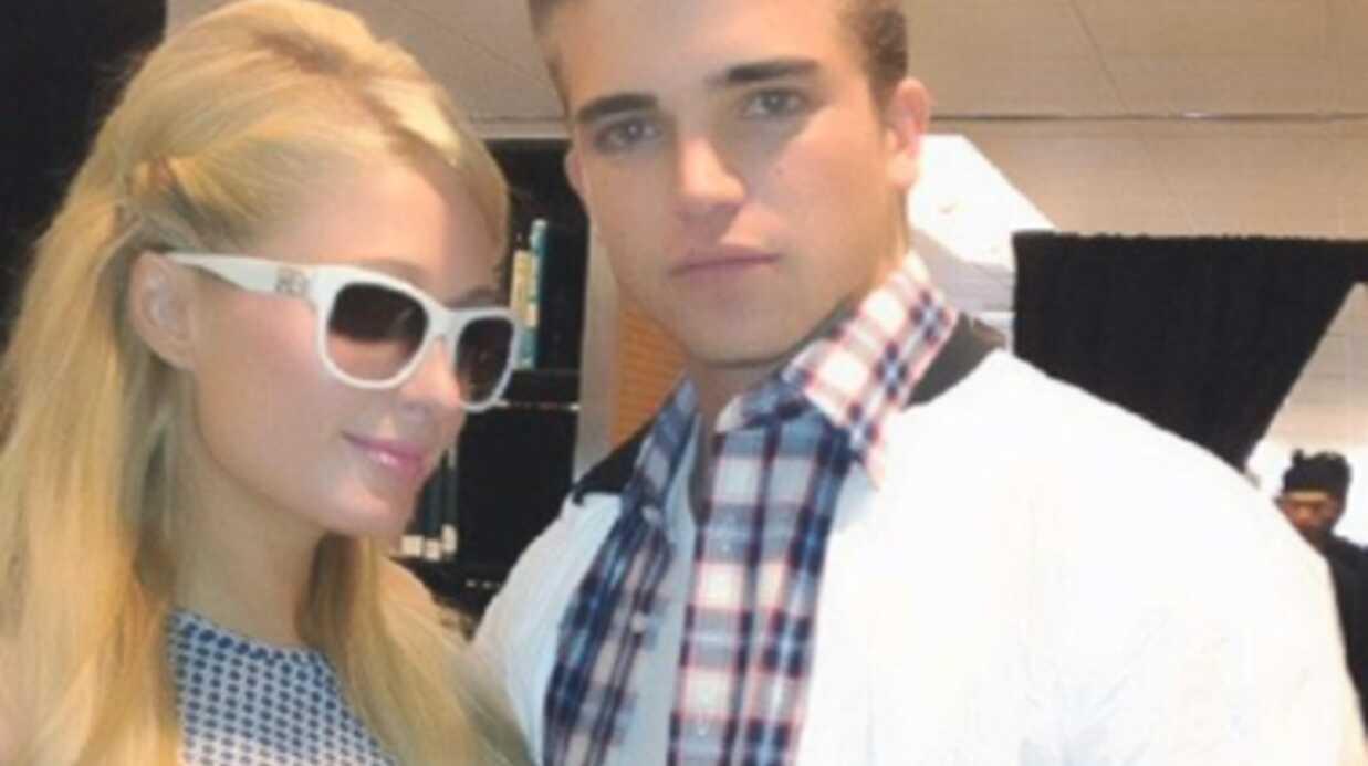 Paris Hilton s'éclate avec son nouveau copain