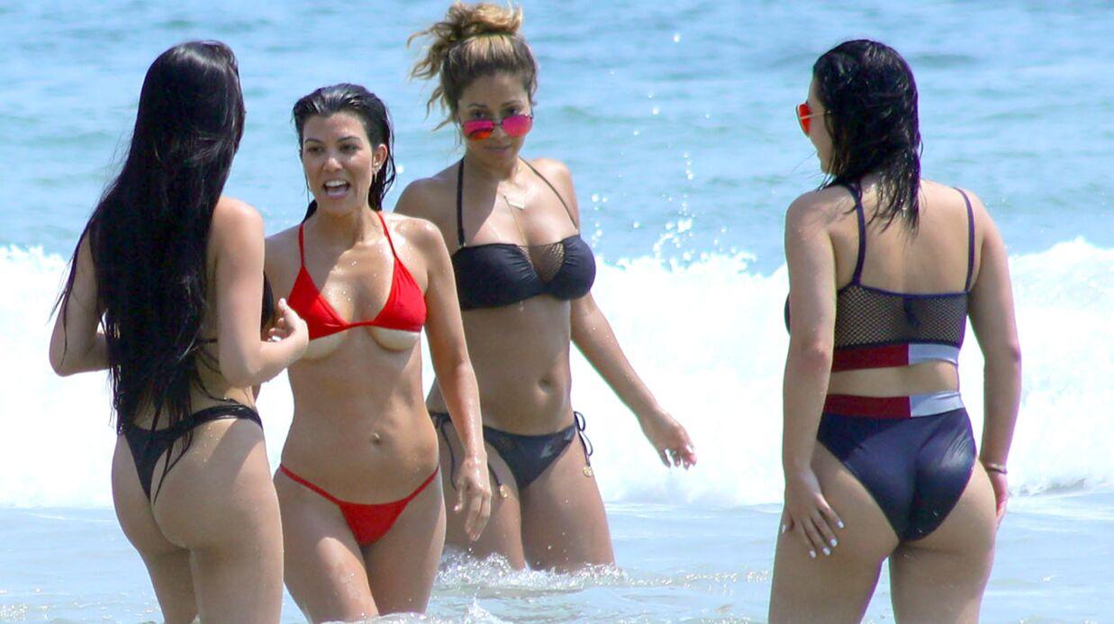 PHOTOS Kourtney Kardashian en montre beaucoup dans un bikini bien trop petit