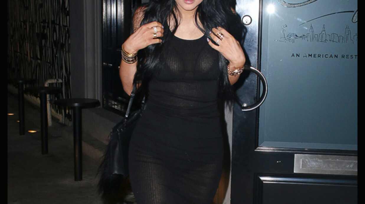PHOTOS Kylie Jenner joue la transparence dans une robe noire super moulante