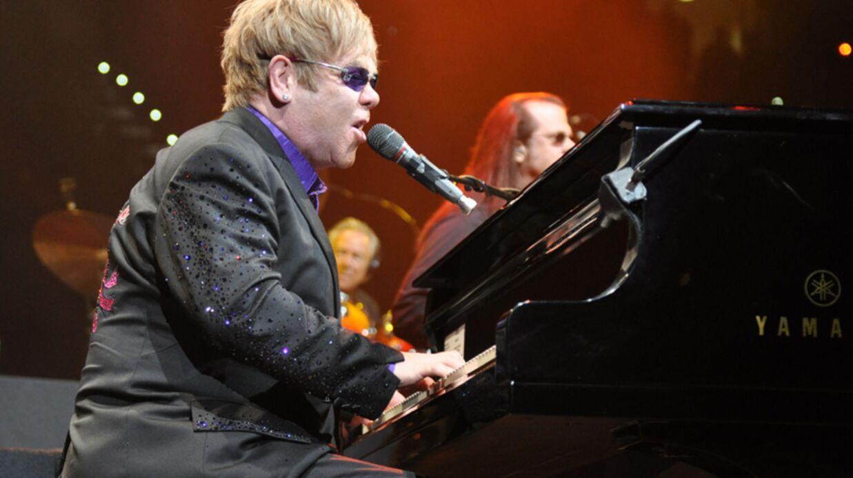 Elton John annule des concerts après son hospitalisation