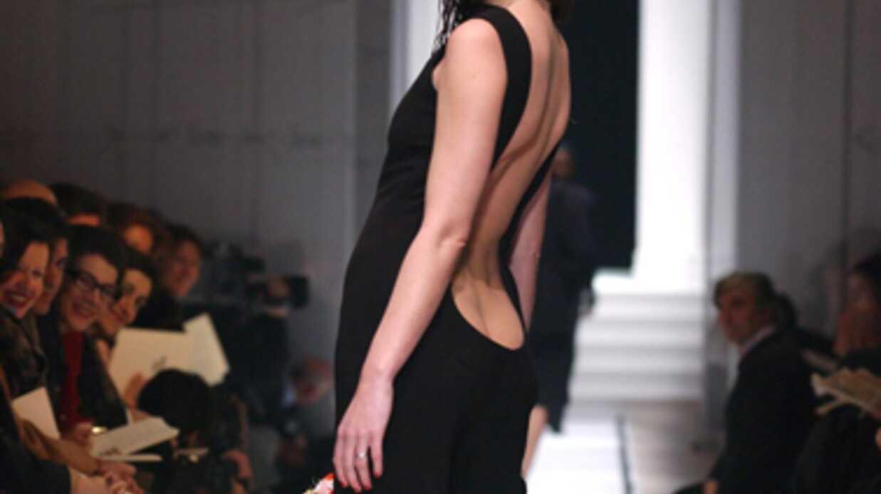LOOK Carla Bruni est passée de l'ultra sexy au très classique