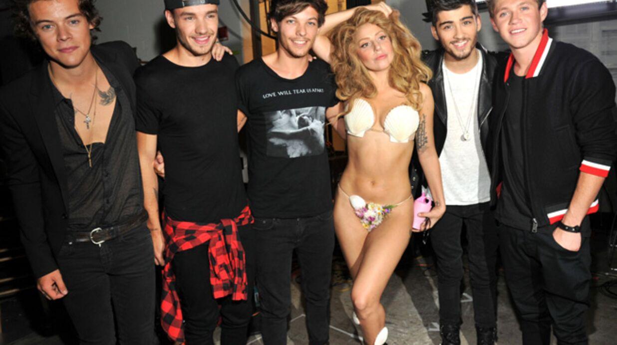 MTV VMA 2013: Hués par le public, Lady Gaga réconforte les One Direction en coulisses