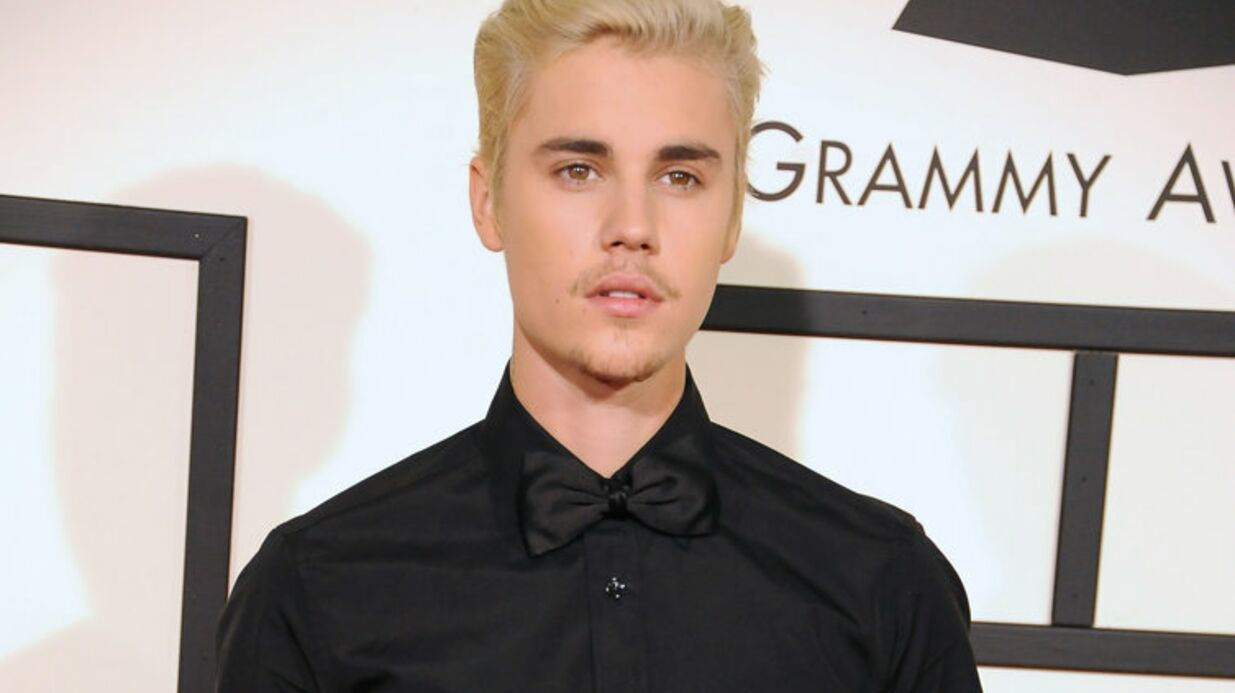 PHOTO Justin Bieber pose nu sur une plage pour la couverture d'un magazine