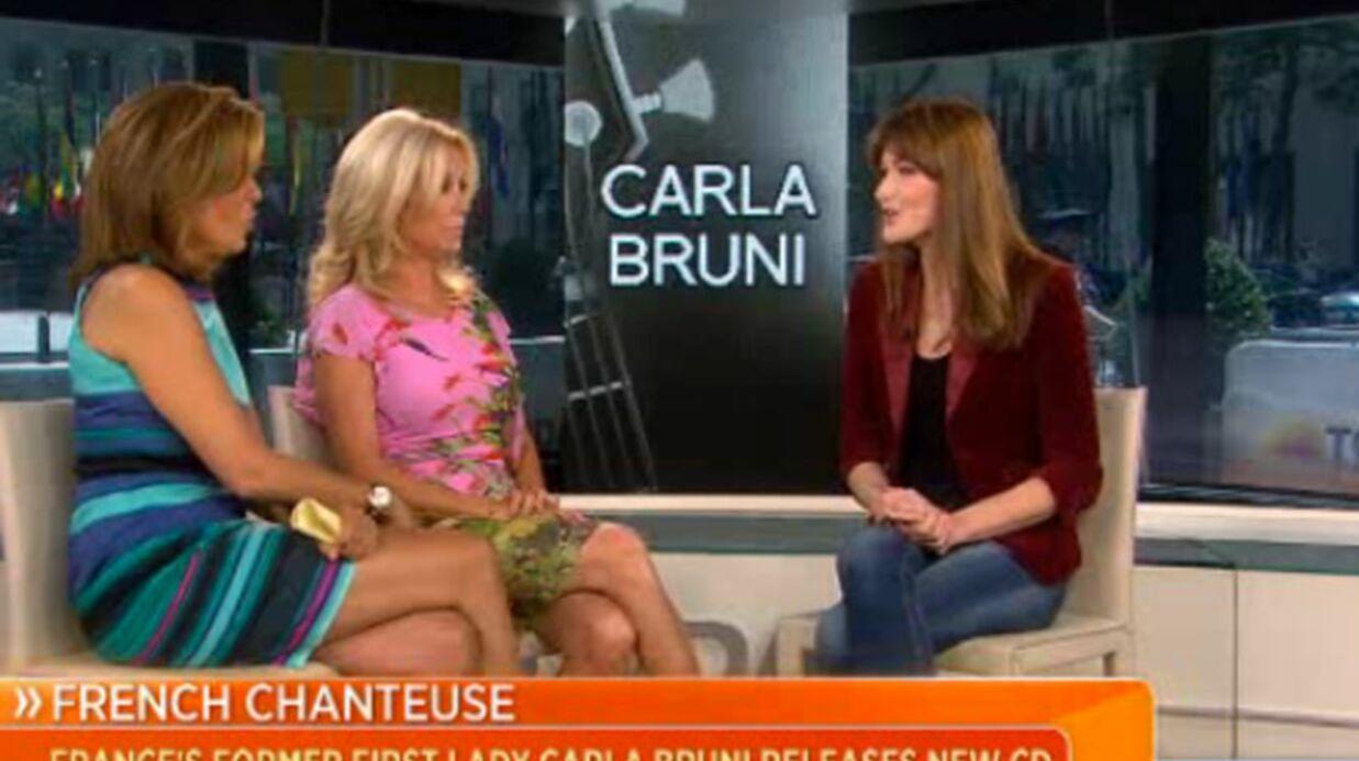 Carla Bruni-Sarkozy défend François Hollande à la télévision américaine
