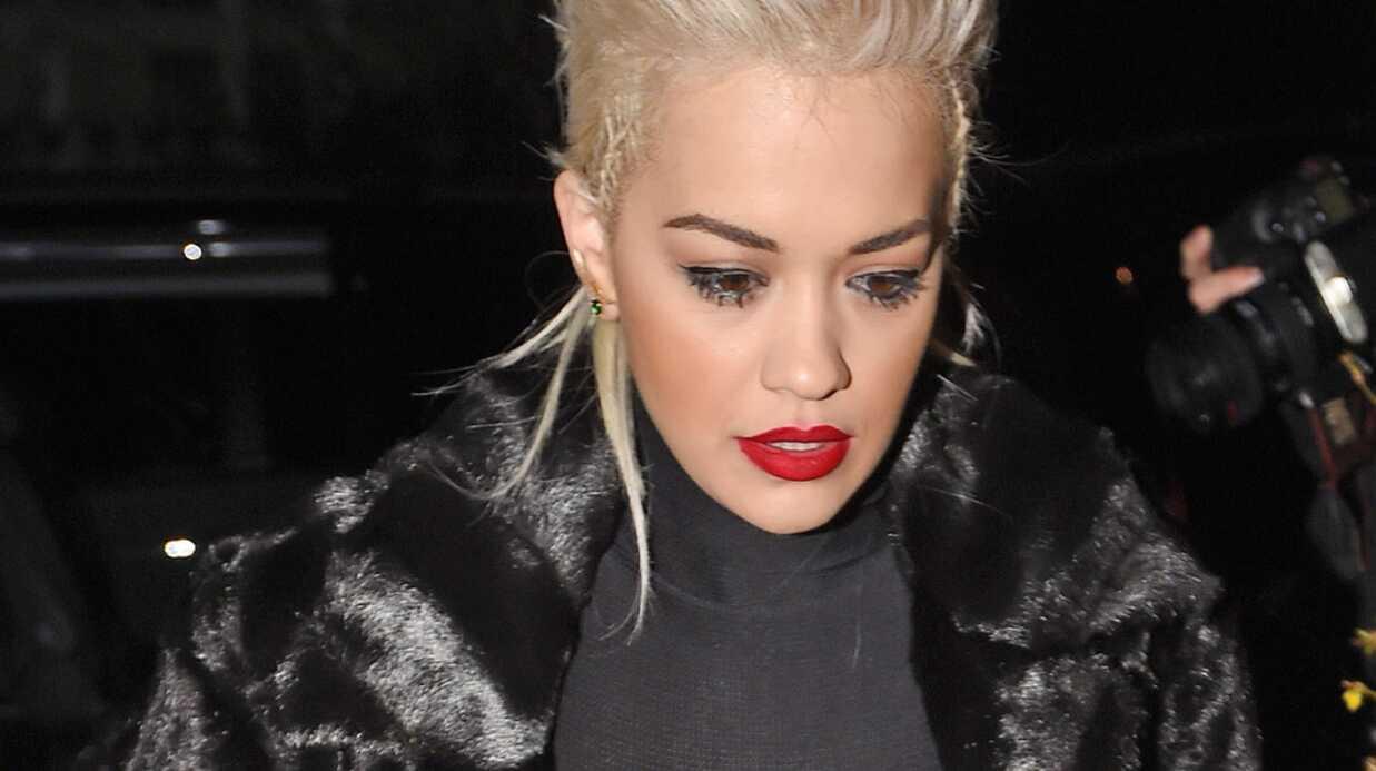 PHOTOS Rita Ora: son top transparent offre sa poitrine nue aux regards
