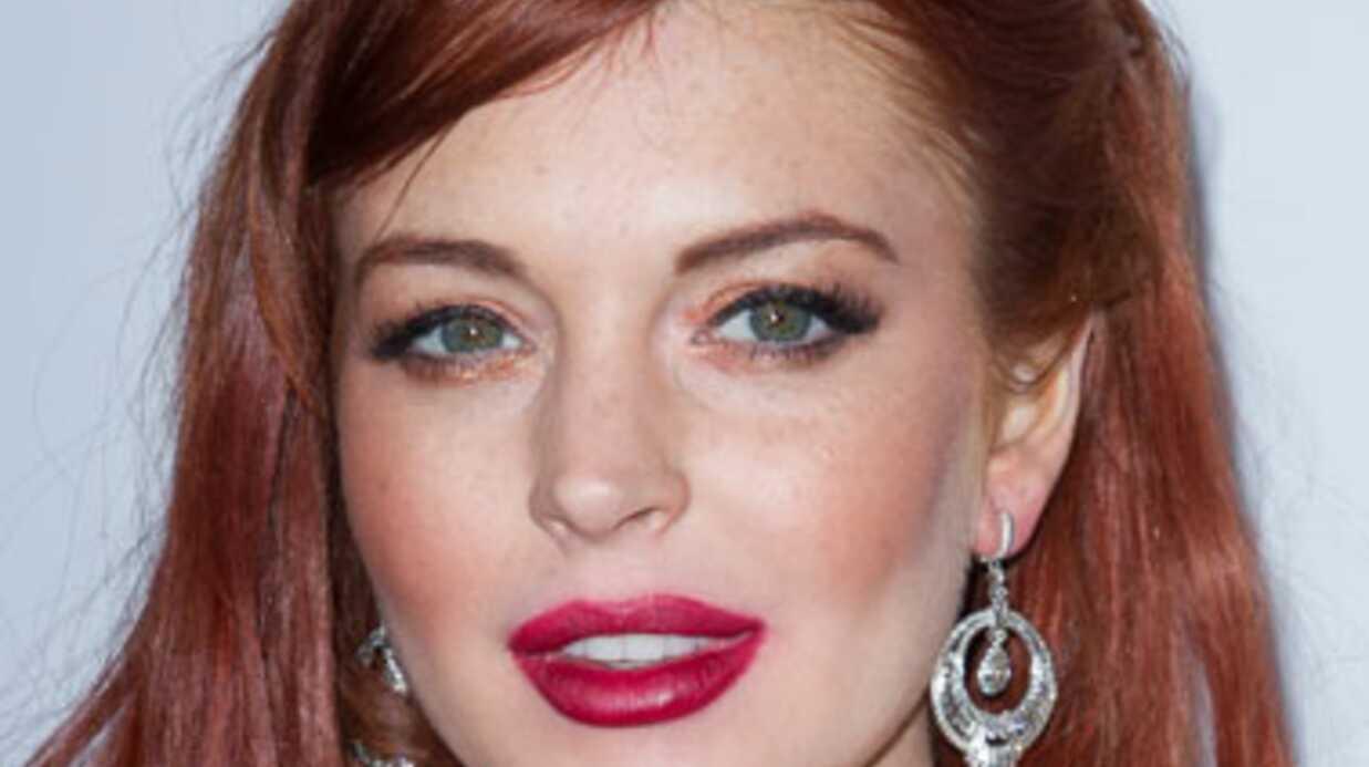 Charlie Sheen offre un chèque de 100 000 dollars à Lindsay Lohan