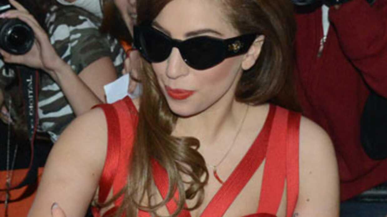 Lady Gaga est la nouvelle égérie Versace