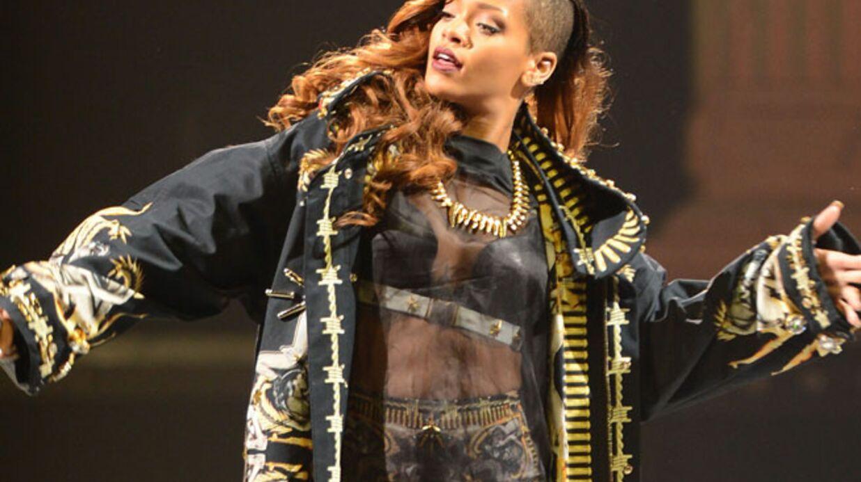 Rihanna pose nue avec des serpents pour GQ