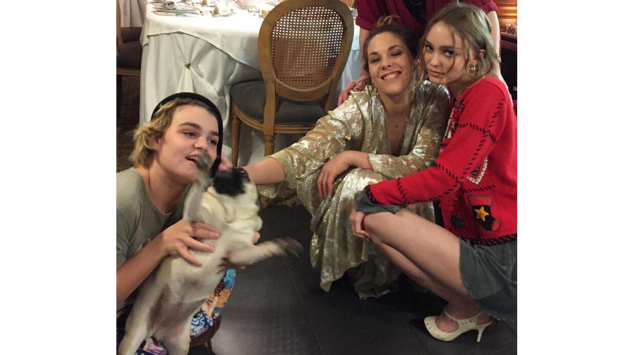 PHOTO Lily-Rose Depp complice avec son frère Jack et sa tante Alysson Paradis
