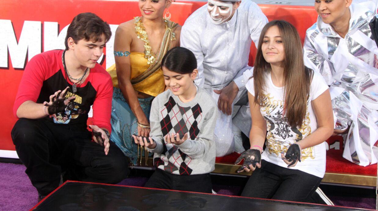 PHOTOS Les enfants de Michael Jackson l'honorent sur Hollywood bvd