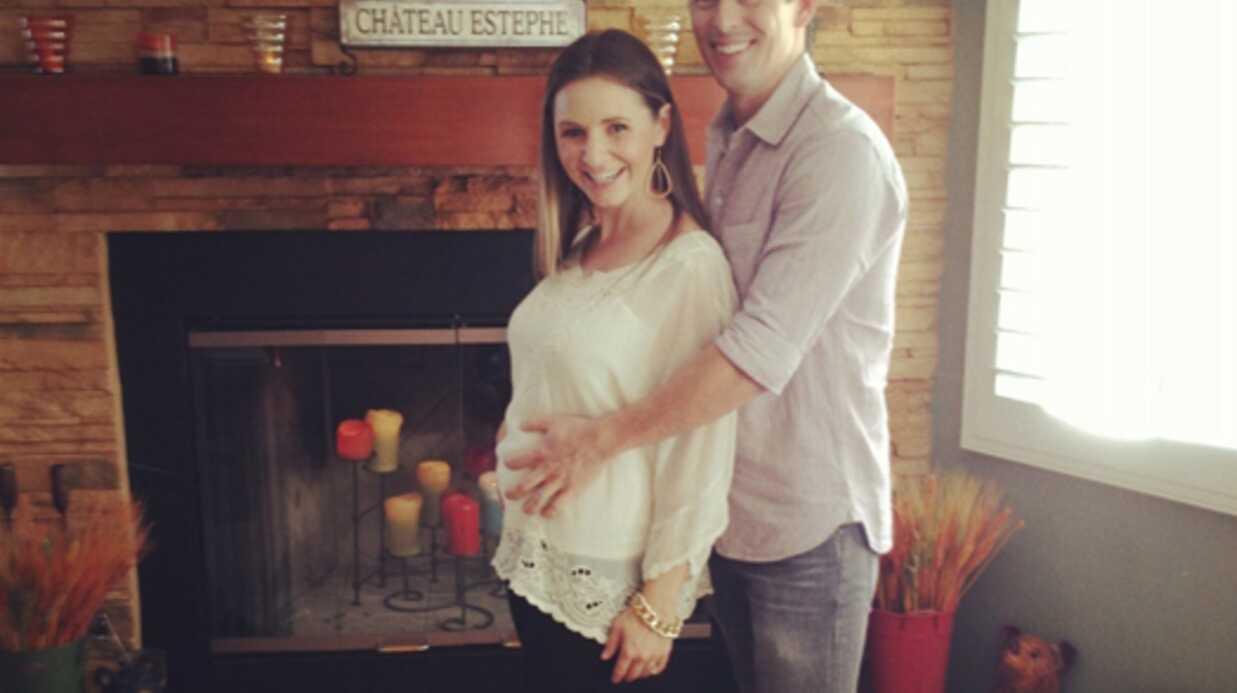 Les photos de Beverley Mitchell enceinte (7 à la maison)