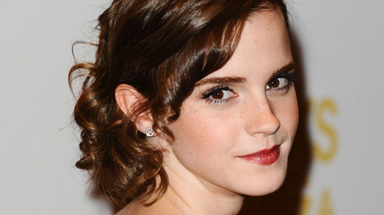 LOOK Emma Watson en pantalon-robe à Londres