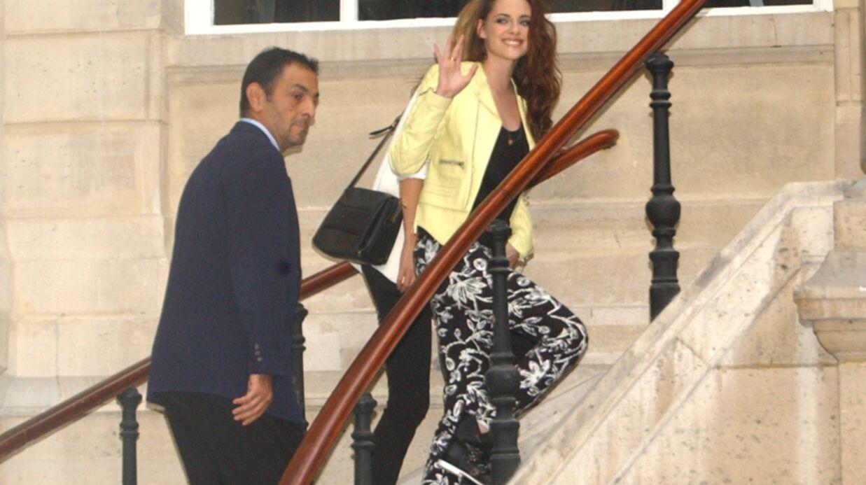 DIAPO Kristen Stewart souriante depuis son arrivée à Paris