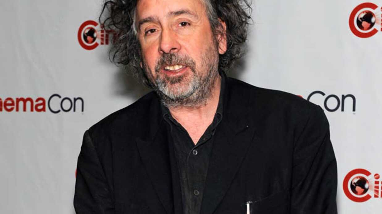 Tim Burton distri­bue des cartons rouges à sa femme
