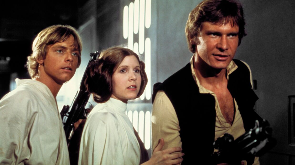Carrie Fisher : Harri­son Ford, Mark Hamill… Tout le casting de Star Wars réagit à sa mort