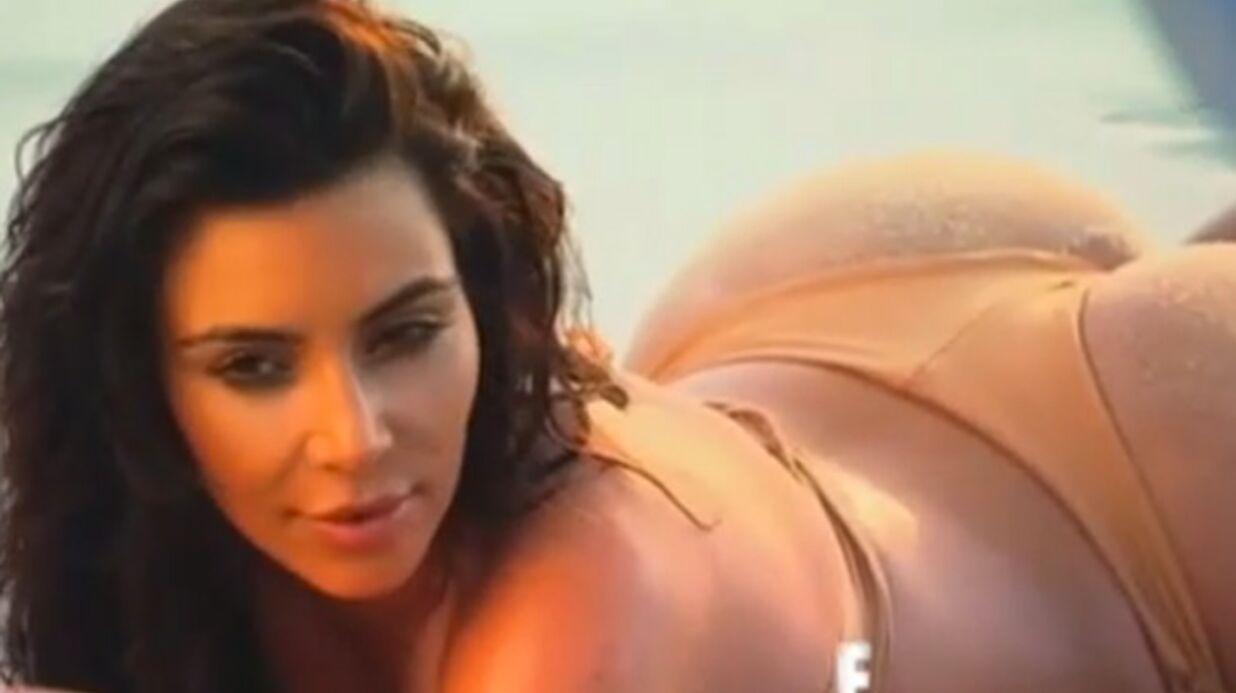 Kim Kardashian: deux assistants pour… lui étaler du sable sur les fesses