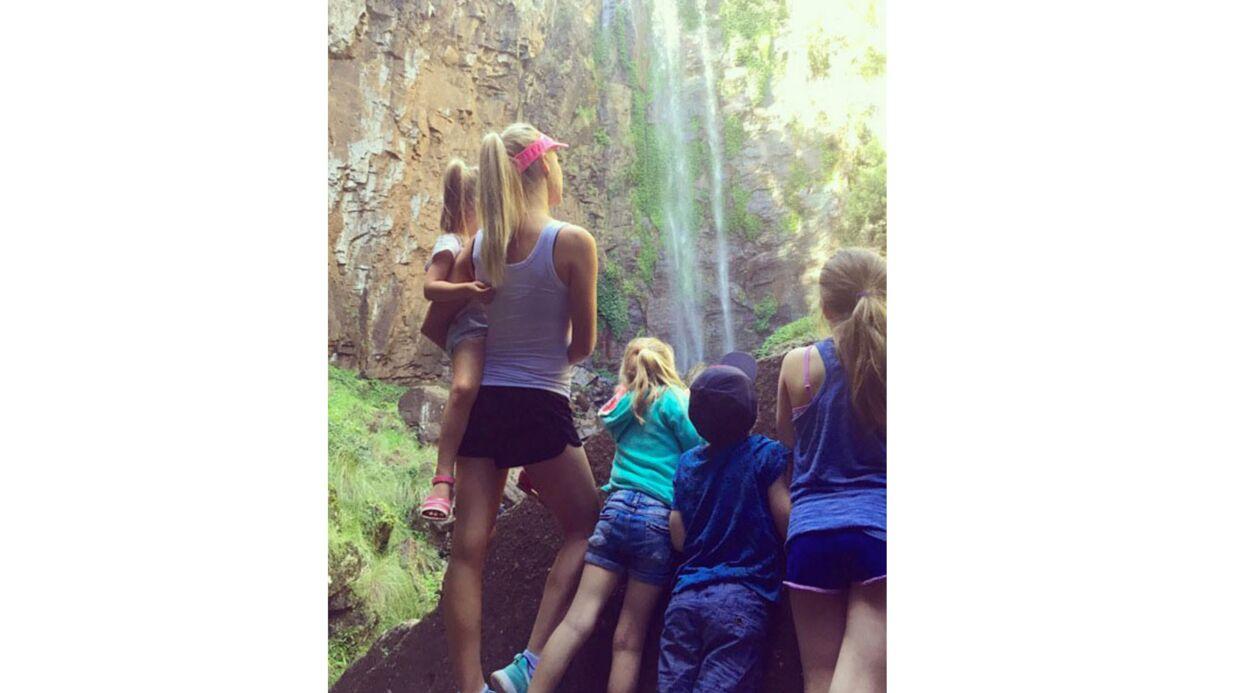 Maman de 4 enfants, mère porteuse pour son amie… l'incroyable vie du mannequin lingerie de Britney Spears