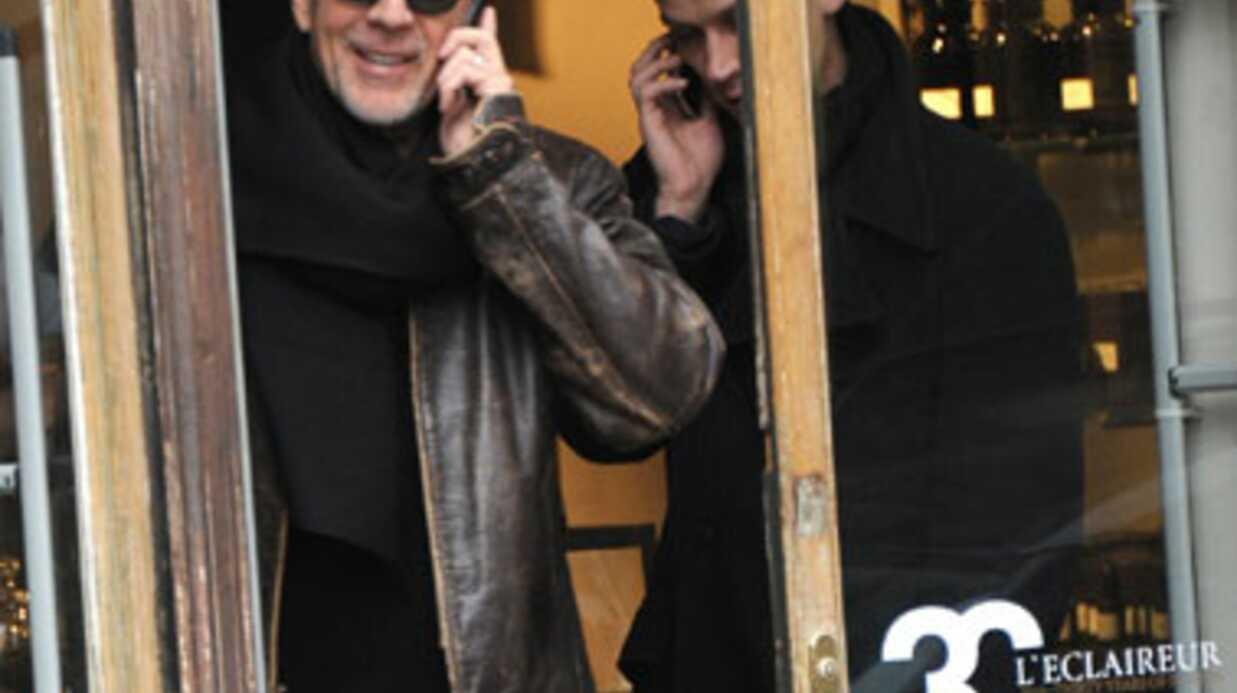 PHOTOS Bruce Willis aperçu en train de s'éclater dans le Marais