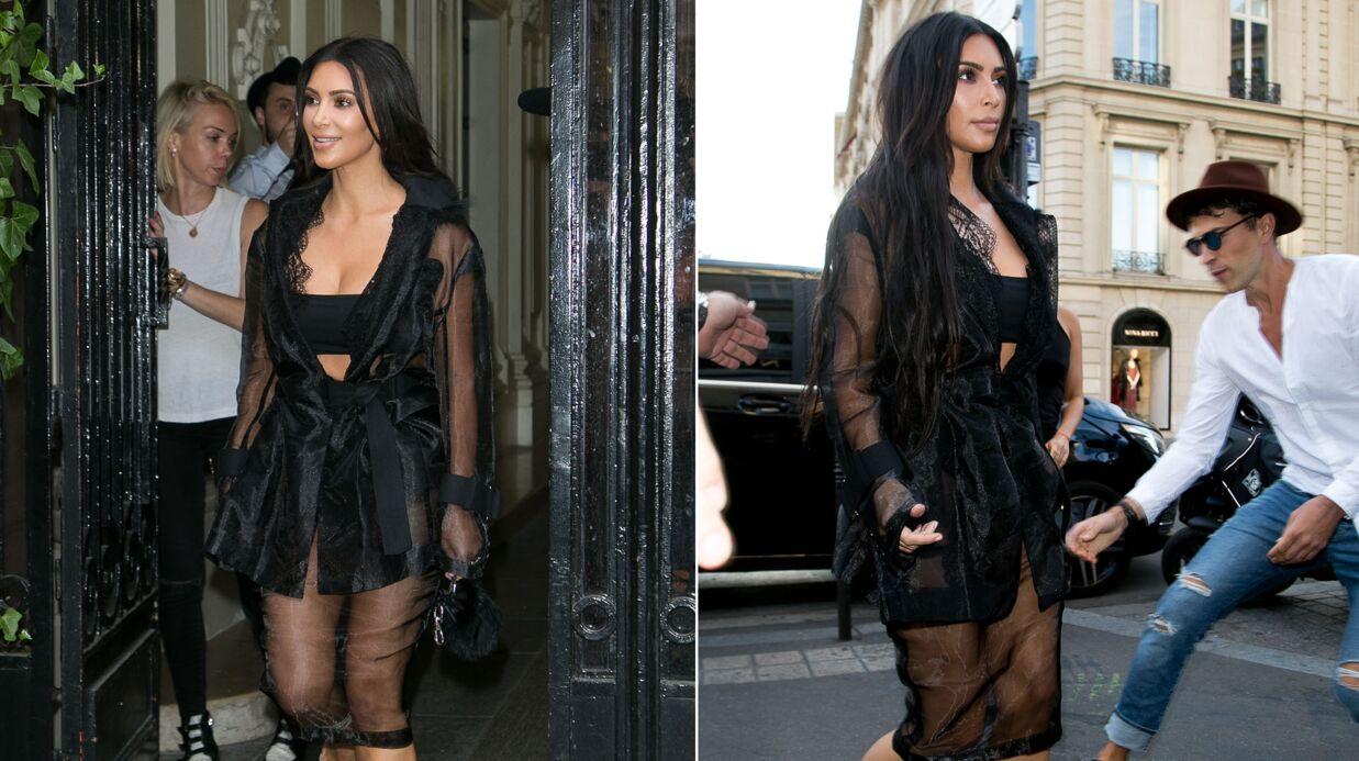 VIDEO Kim Kardashian attaquée à Paris par un homme qui voulait lui embrasser le derrière