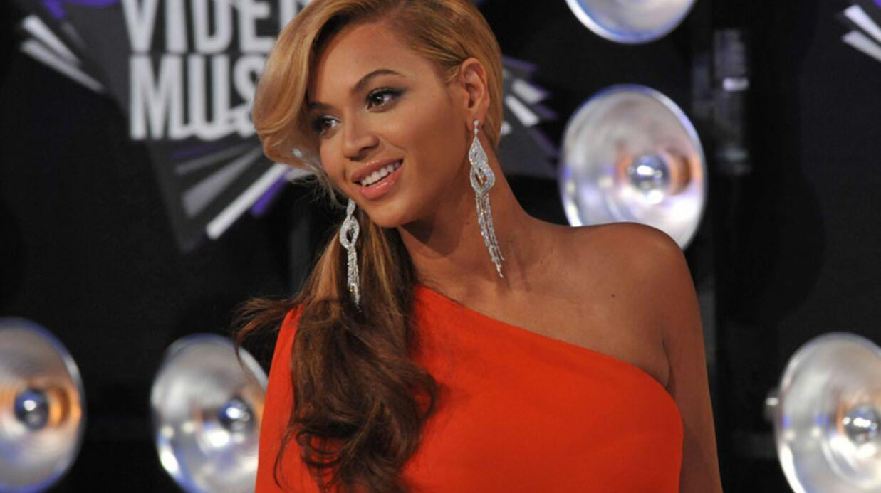 VIDEO Regar­dez Beyoncé annon­cer sa gros­sesse aux MTV VMA