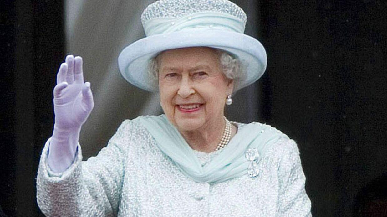 La reine Elizabeth II prend la défense du prince Harry