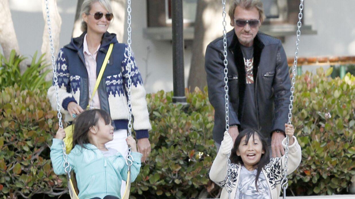 DIAPO Johnny Hallyday et Laeticia s'éclatent au parc avec leurs filles