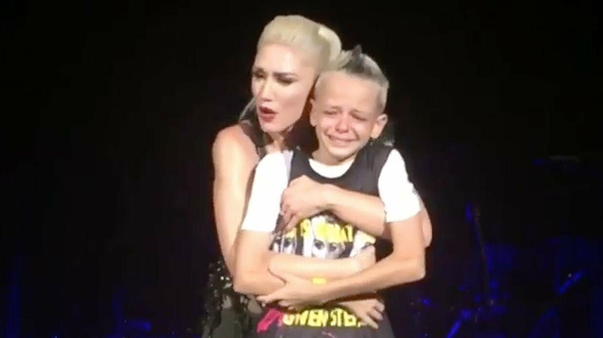 VIDEO Émue par l'histoire d'un fan, Gwen Stefani l'invite sur scène