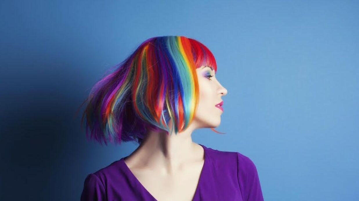 Comment porter les cheveux colorés cette année