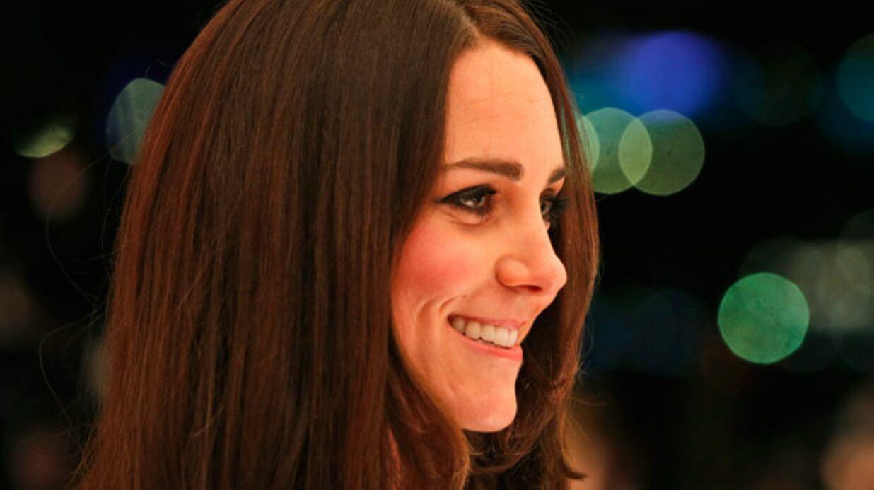 PHOTOS Kate Middleton glamour dans une courte robe noire à dentelle