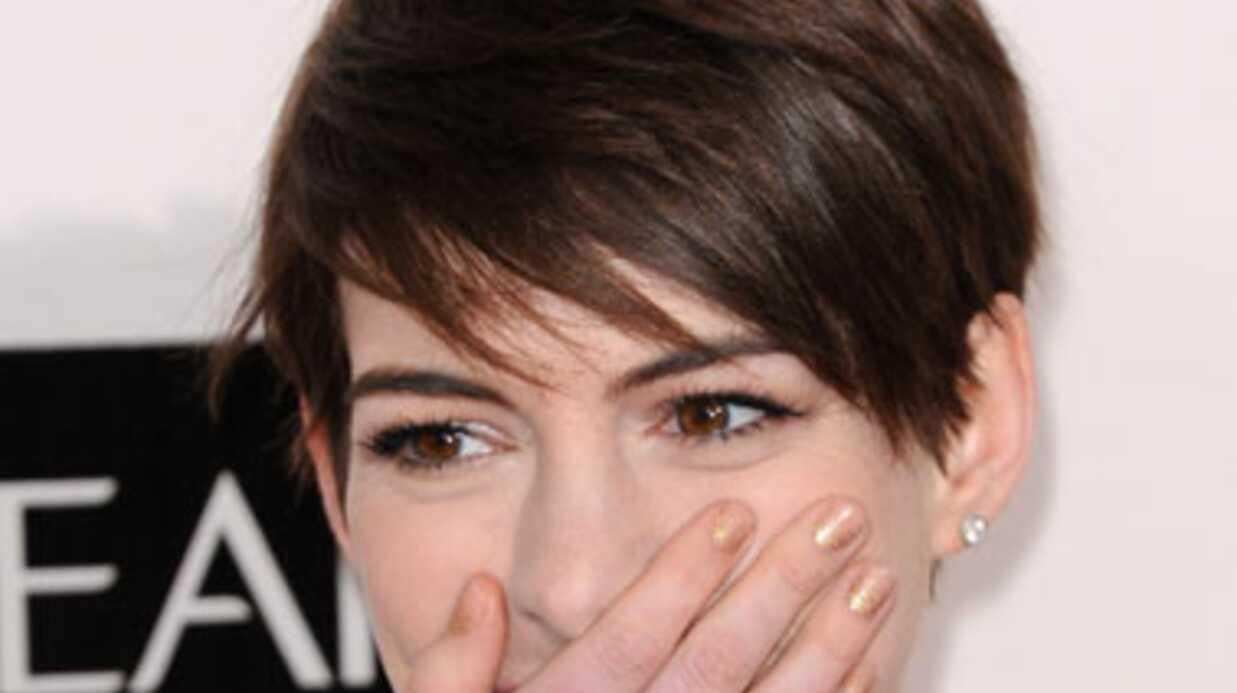 VIDEO Anne Hathaway squatte la voiture d'un inconnu par erreur