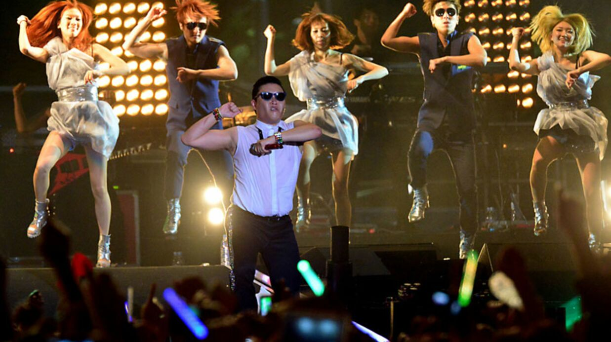 VIDEO Cauet organise un flash mob géant avec Psy sur Gangnam style