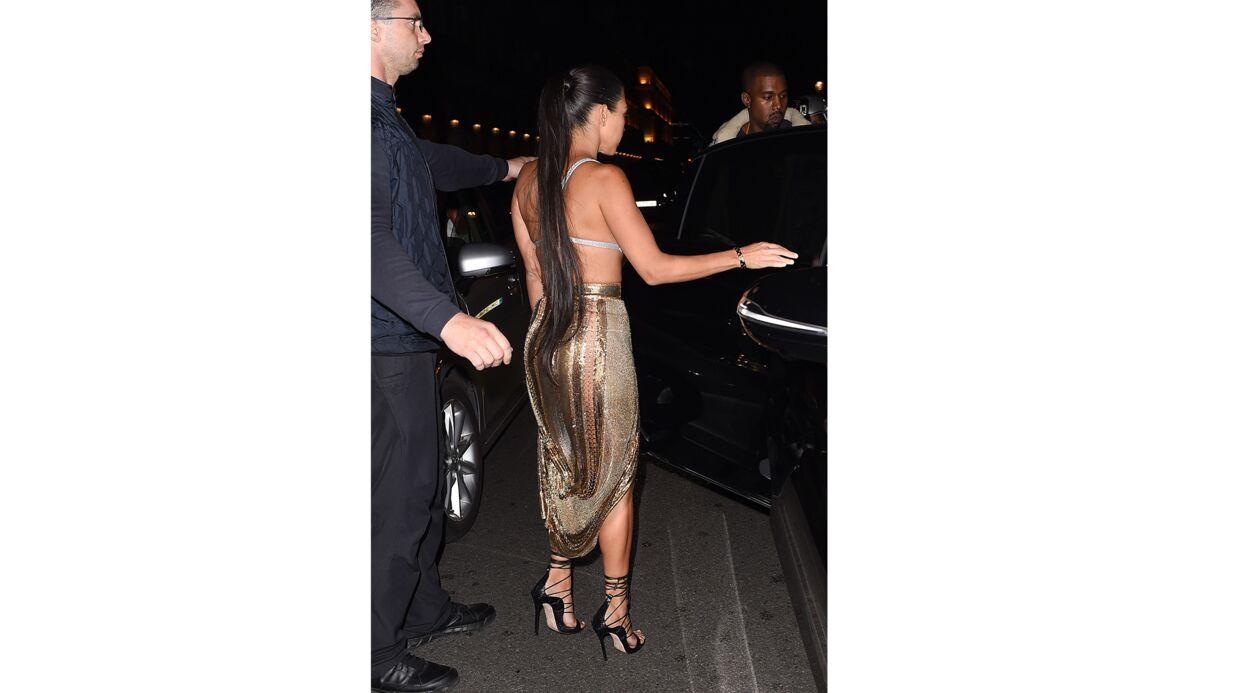 PHOTOS Kourtney Kardashian en soutien-gorge et derrière apparent à Paris